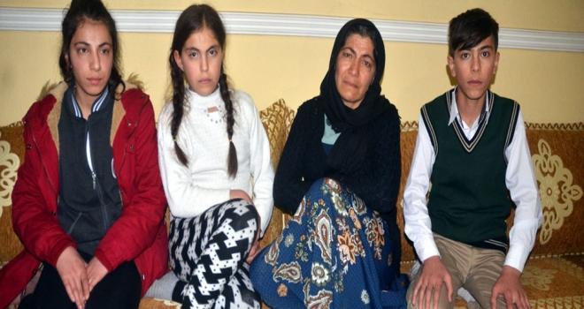 Anneleri Cezaevinde Olan 3 Kardeşe Muhtar Sahip Çıktı