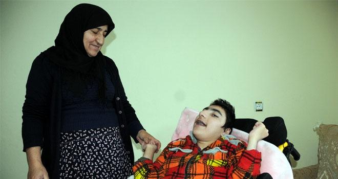 32 yıldır bedensel ve zihinsel engelli çocuklarına bakıyor