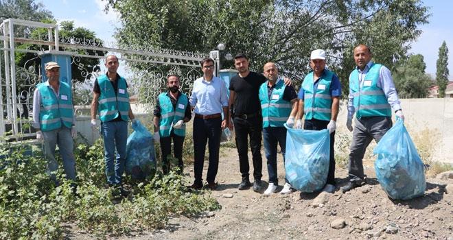 Yüksekova'da hükümlülerden çevre temizliği