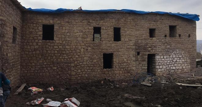 Çukurca'nın taş evlerinde restorasyon çalışması