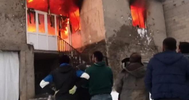 Yangın yüzünden kış günü evsiz kaldılar